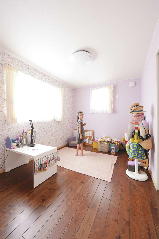片山建設【自然素材、省エネ、間取り】自分で壁紙を選んだ長女の個室