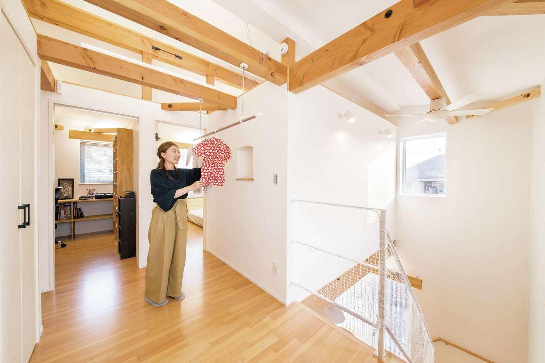 くらはし建築【趣味、省エネ、間取り】2階ホールは、部屋干しスペースに。夜干して朝には乾き、家事が時短