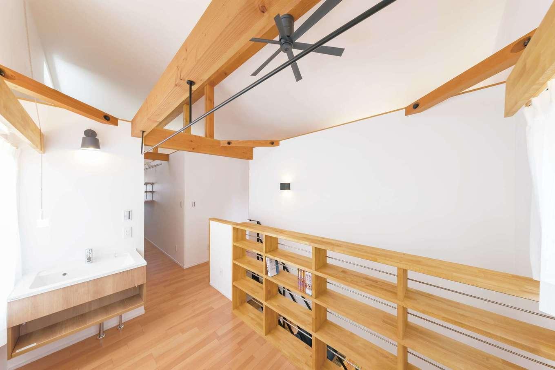 ainoa.life くらはし建築【収納力、趣味、省エネ】『くらはし建築』の家は、洗濯物を室内干しにするのが当たり前。カッコいいアイアンの物干しが標準仕様で選べ、使い勝手もデザインにもこだわった空間に。