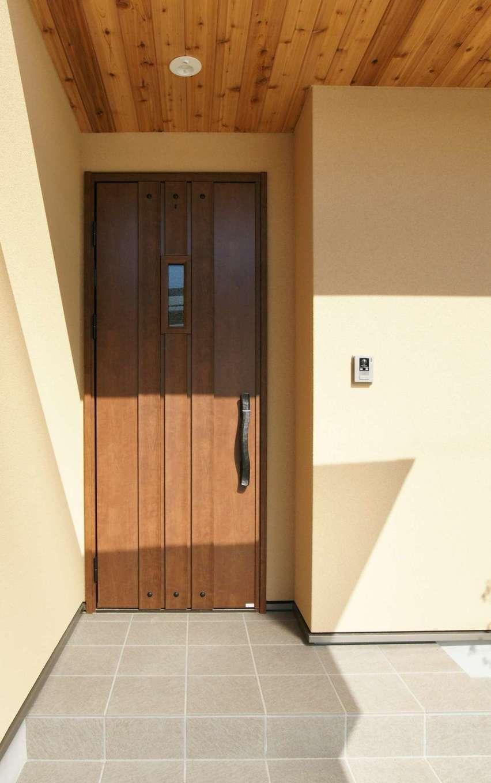 RIKYU (リキュー)【デザイン住宅、間取り、建築家】西尾モデルハウスを参考に、軒天にレッドシダーを貼ってニュアンスを出した玄関ポーチ。雨の日も濡れにくく、ストレスを軽減