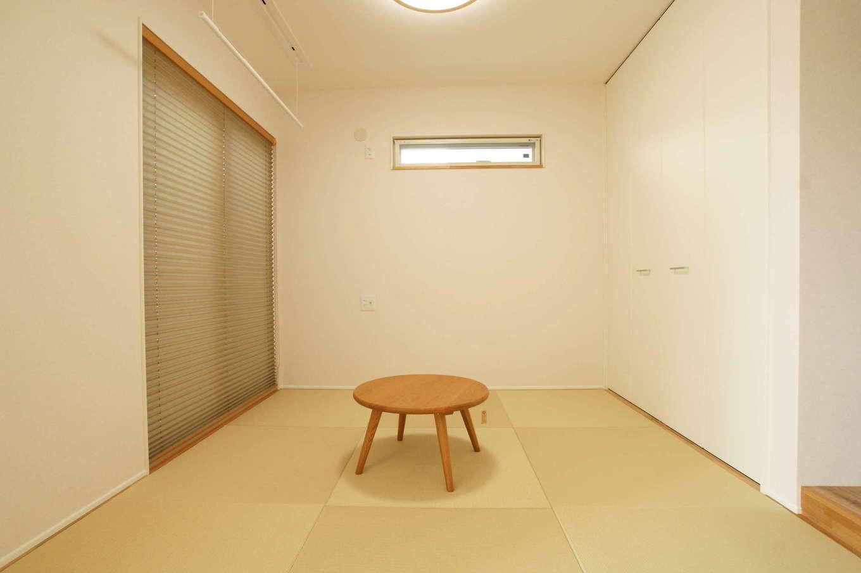 RIKYU (リキュー)【デザイン住宅、間取り、建築家】和室は客間として使うのはもちろん、ゲストが泊まりに来たときの寝室にもなる。縁なしの畳を採用したり、天井まで届くハイドアの収納にしたことで空間が広く見える