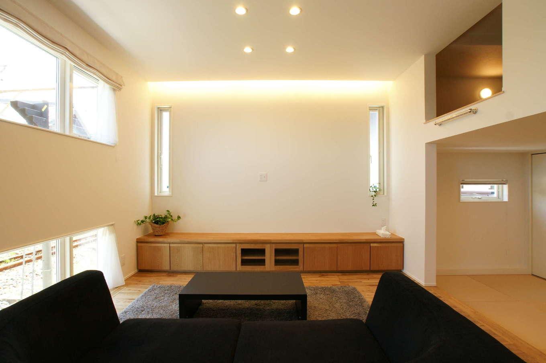 RIKYU (リキュー)【収納力、平屋、インテリア】外からの視線を遮るために、窓の形状、位置には十分配慮した。間接照明の柔らかな光が空間のアクセントに