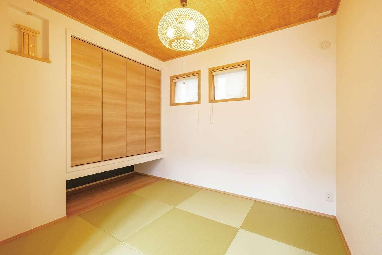 静鉄ホームズ【デザイン住宅、間取り、ペット】リビング横の和室は、親や友人が泊まれて、将来は自分たちの寝室にもできる。以前宿泊した旅館の部屋をイメージして内装を選んだ
