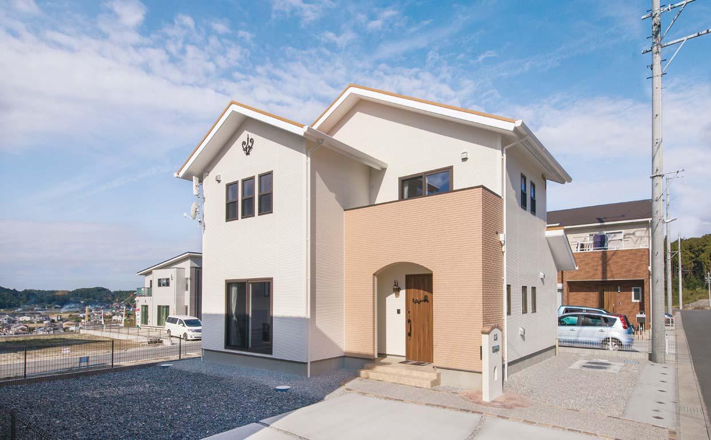 大型台風による被害を防ぐためには 耐久性の高い外壁やシャッターの設置を