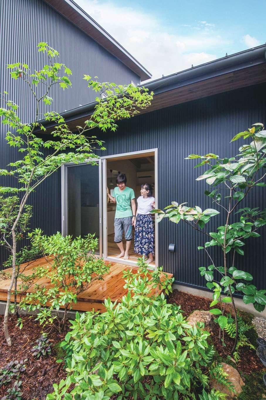 ぴたはうす 安食建設【デザイン住宅、和風、狭小住宅】外の視線を気にせず安らげる中庭
