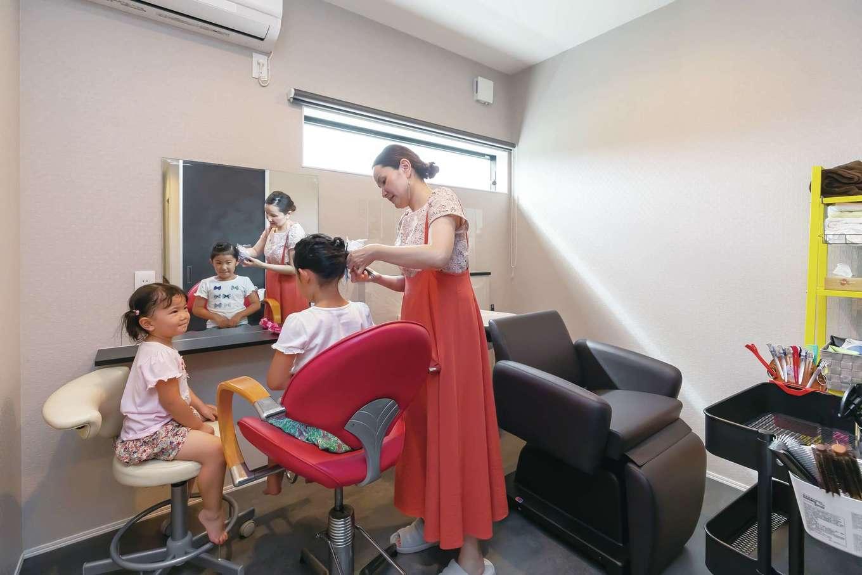 内田建設【デザイン住宅、高級住宅、建築家】奥さまは元美容師。お母さまがどうしても新居に作ってほしいという要望から親族専用のヘアメイクルームを設けた