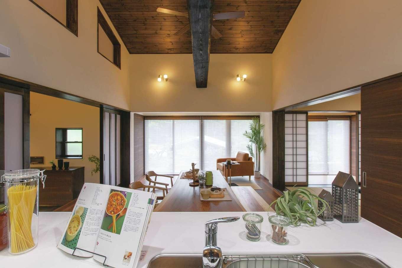 深見工務店 S-style|キッチンの位置を変え、南向きのオープンスタイルに。暖かい空間で、家族と会話を楽しみながら料理できる