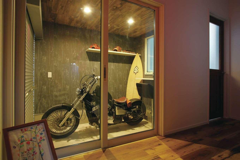 丸昇彦坂建設【デザイン住宅、趣味、間取り】ご主人の趣味を詰め込んだ、3.3畳のインナーガレージ