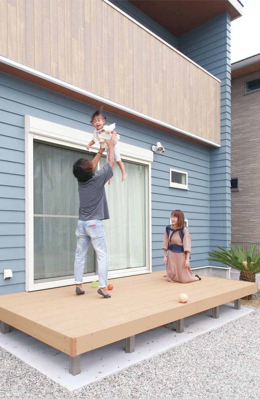 丸昇彦坂建設【デザイン住宅、趣味、間取り】外壁は、小幅の板を一枚一枚重ねながら張り合わせいくラップ仕上げで味わい深い雰囲気に