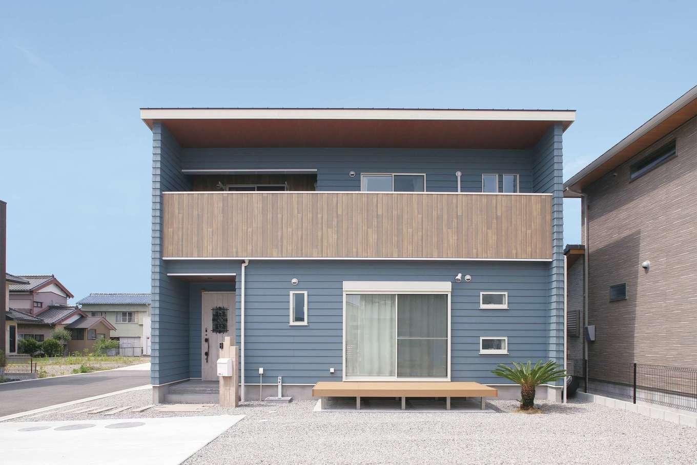 丸昇彦坂建設【デザイン住宅、趣味、間取り】日当たりのいい角地に立つS邸。大小さまざまな窓があり、風も心地よく通り抜ける