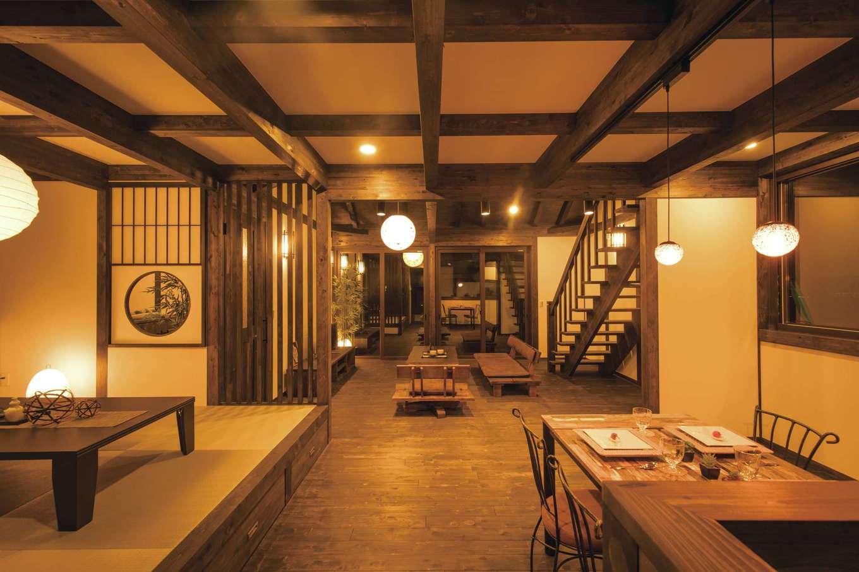 サイエンスホーム【1000万円台、デザイン住宅、自然素材】和紙のペンダントライトがニュアンスを与え、格子から漏れてくる明かりに癒やされる