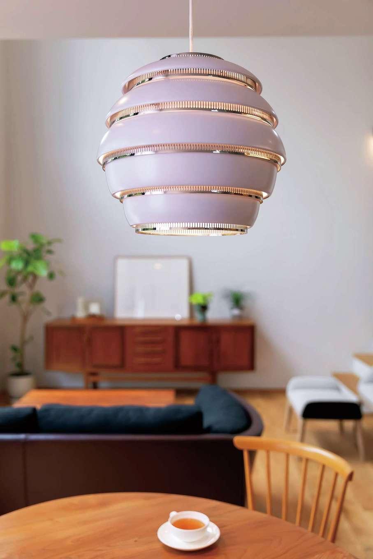 ココハウス【浜松市中区富塚町5212-7・モデルハウス】同社のインテリアコーディネーターのセンスが光るLDK。家具や照明を1点1点厳選し、美しく洗練された空間を設計