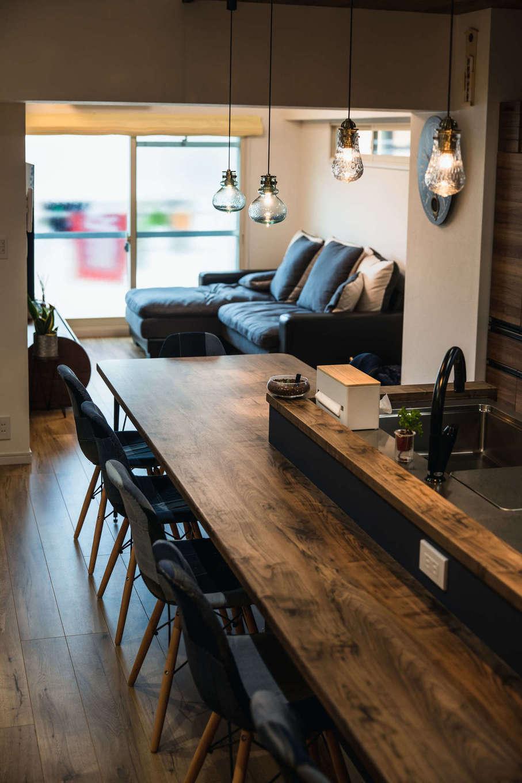 ハート住いる【岡崎市六名新町・オープンハウス】最もこだわったのがカフェスタイルのモダンなキッチン。木のカウンターは使い込むほど手になじみ、味わいを増していく