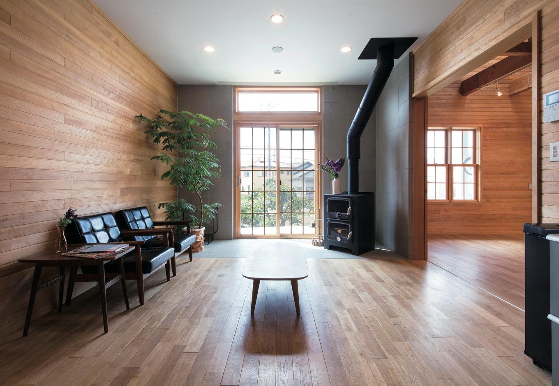 スカイグラウンド【1000万円台、デザイン住宅、平屋】すべてが絵になるLDK。格子窓には、アルゴンガスを充填し、断熱・遮熱性能に優れた高性能輸入サッシを採用