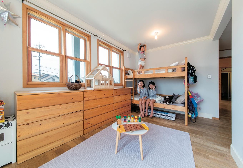 スカイグラウンド【1000万円台、デザイン住宅、平屋】子ども部屋も木の温もりたっぷり。自然素材でつくりあげた壁や床が子どもを優しく育んでくれる