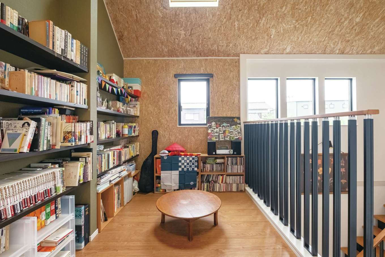 自由にカスタマイズできる「BASE」には、本棚を造作しライブラリーに