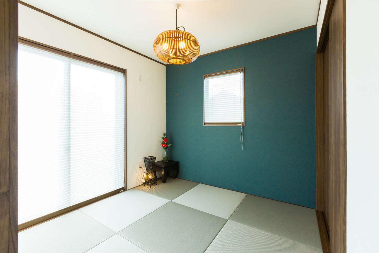 シャレオハウス【豊橋市吉川町65-1・モデルハウス】和室には藍色のアクセントクロスをプラス。落ち着いた雰囲気でくつろげます