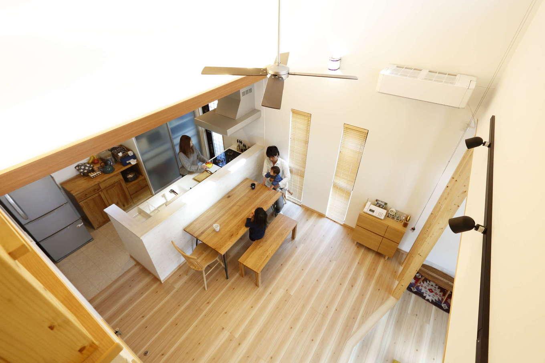 吉川住建【収納力、間取り、平屋】平屋でもこんなに開放的な吹抜けが実現できる。高い断熱と気密性能で、家中の温度差が少なく、光熱費も抑えられる