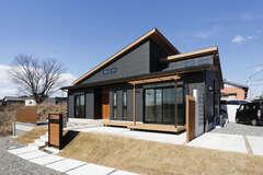 開放的で豊かな暮らしを楽しむ4LDKの平屋建て