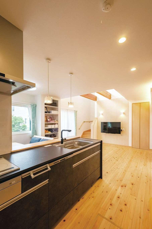 料理が得意なご主人が選んだクリナップの最高グレードのキッチン。熱やキズに強いセラミックトップを採用