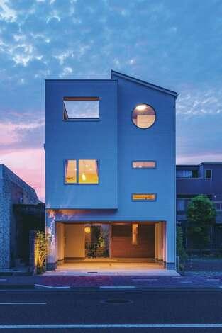 家族をつなぐ都市型3階建て住宅