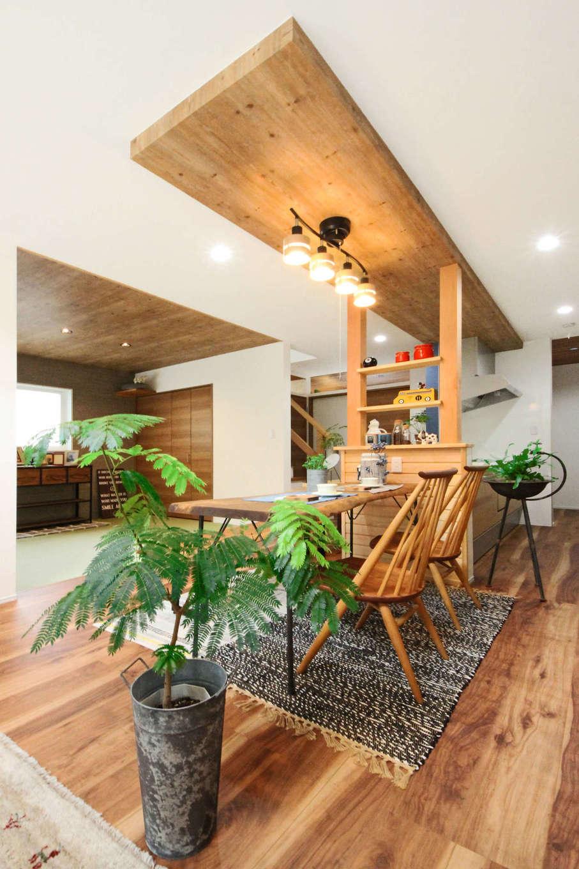 illi-to design 鳥居建設21【デザイン住宅、省エネ、スキップフロア】リビングと和室が繋がっており、日常のちょっとした家事や子どもがくつろぐ場所として大活躍