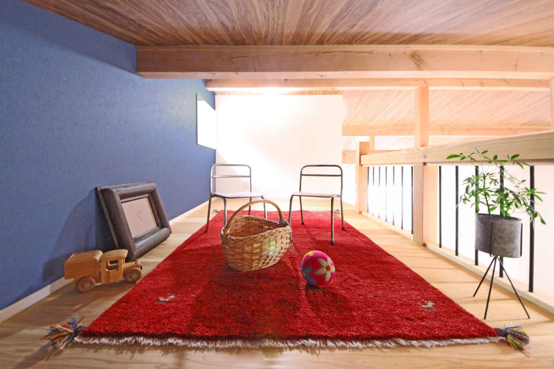 illi-to design 鳥居建設21【デザイン住宅、省エネ、スキップフロア】ロフトは子供たちの遊び場。壁で仕切られていないので、コミュニケーションもスムーズ