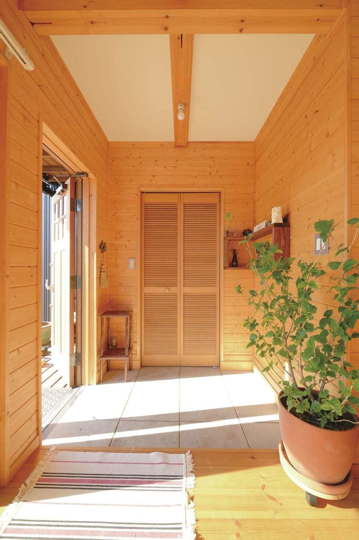 入った瞬間、木の香りがする土間玄関