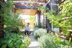 """サブアーバンの街""""浜松""""で、自然と寄り添う""""パーマカルチャー""""を実践する暮らし"""