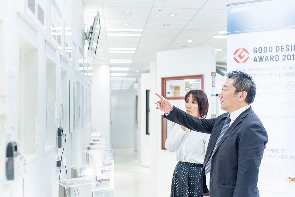 『YKK AP』の石川さん、 どうしてあたたかい家には、 樹脂窓「APW」が 使われるんですか?