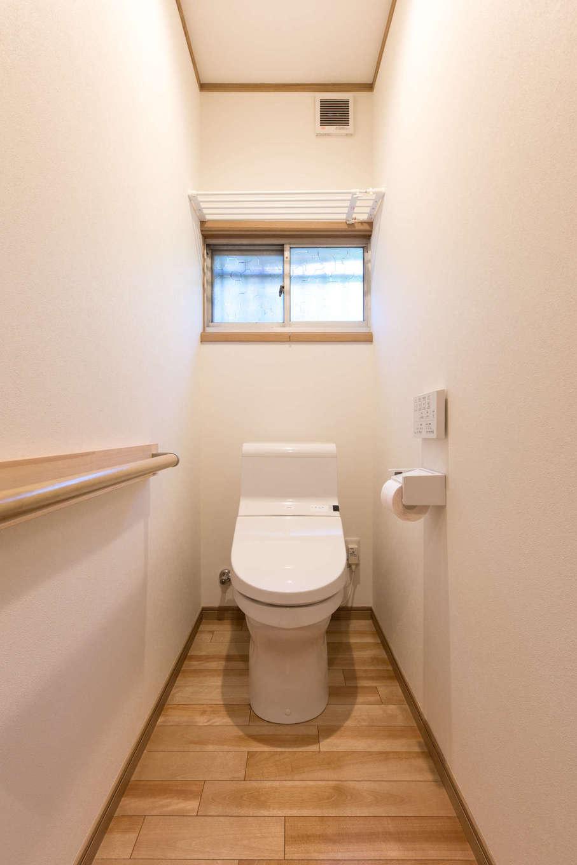 サラサホーム沼津(靖和工務店)|玄関脇のトイレ。以前は暗く、寒々しい印象だったが、明るく暖かい空間に生まれ変わった
