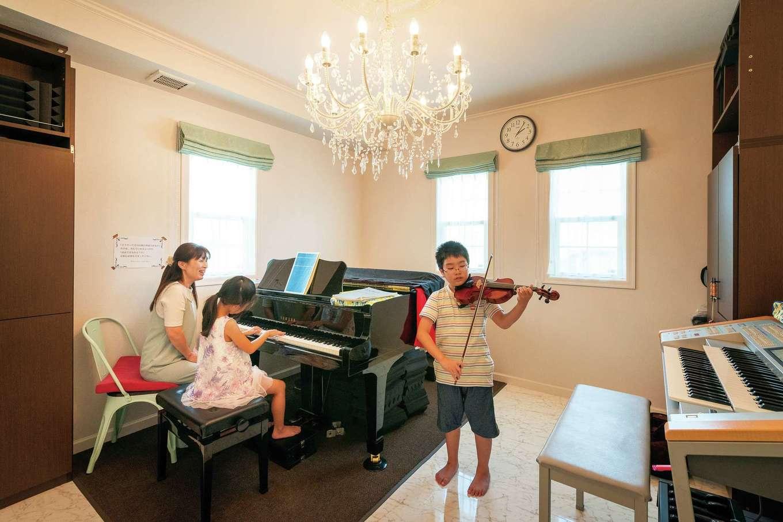 アルルの仲間たち 北条建設【デザイン住宅、輸入住宅、高級住宅】ピアノレッスン室。断熱・気密性が高いので音漏れしない