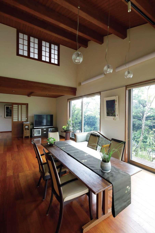 瀧建設 一級建築士事務所【和風、高級住宅、建築家】心が解放される大空間のLDKは、ロフトからも見下ろせる