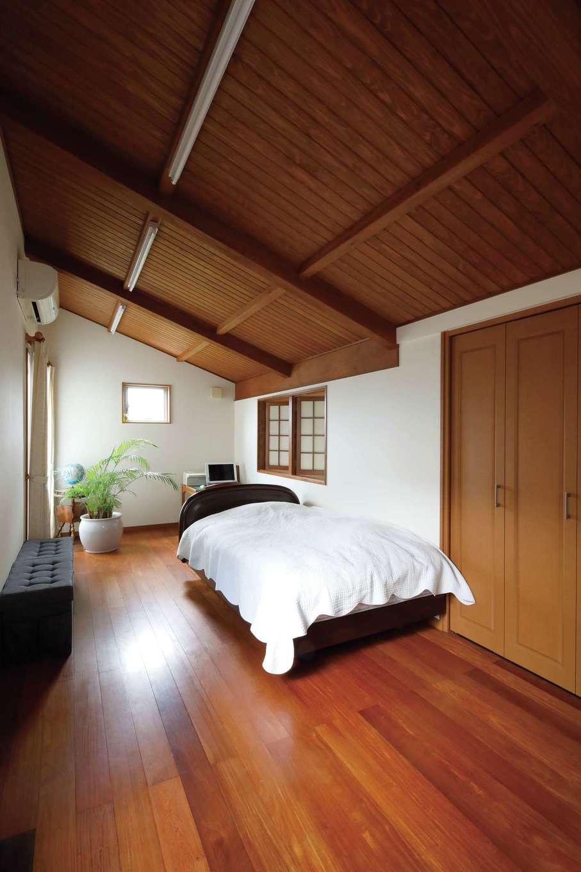 瀧建設 一級建築士事務所【和風、高級住宅、建築家】隠れ家のようなロフトは居心地がよく、家族で奪い合いになるのだとか。客間としても利用できる