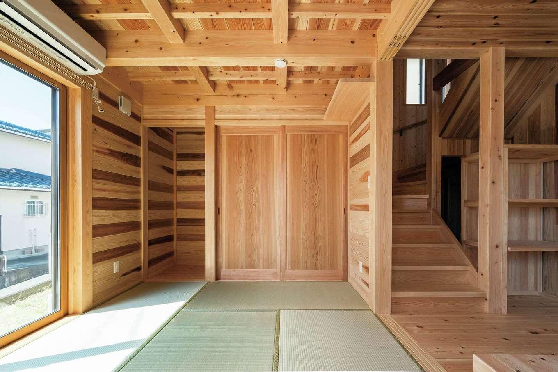 鳥坂建築【和風、趣味、自然素材】和室も端正な仕上がり。色味の異なる板を交互に張った源平張りが落ち着きを演出