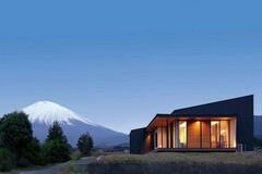 富士山を身近に感じながら暮らす 大空間・大開口のある平屋の家