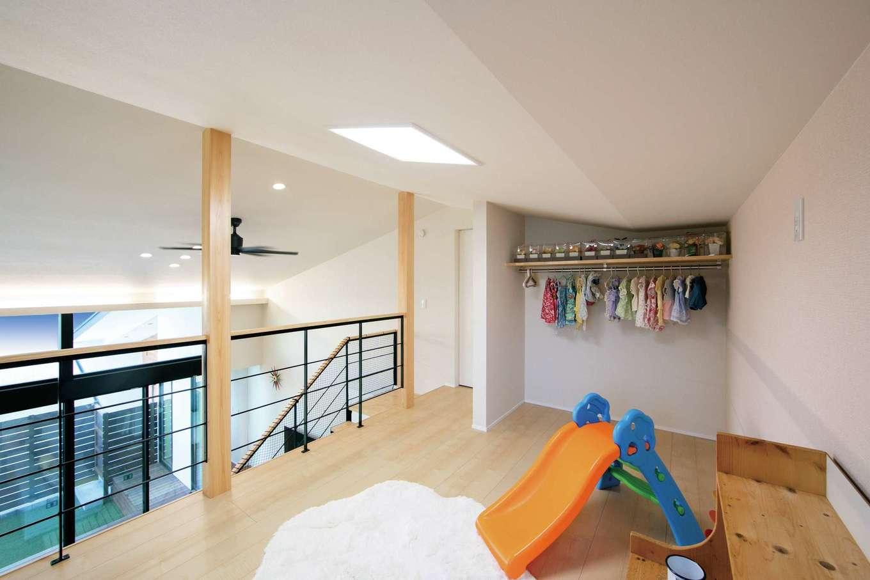 TENアーキテクツ 一級建築士事務所【デザイン住宅、間取り、建築家】ロフト感覚の2階は子ども部屋と使い、巣立った後は夫婦の趣味部屋として利用できる