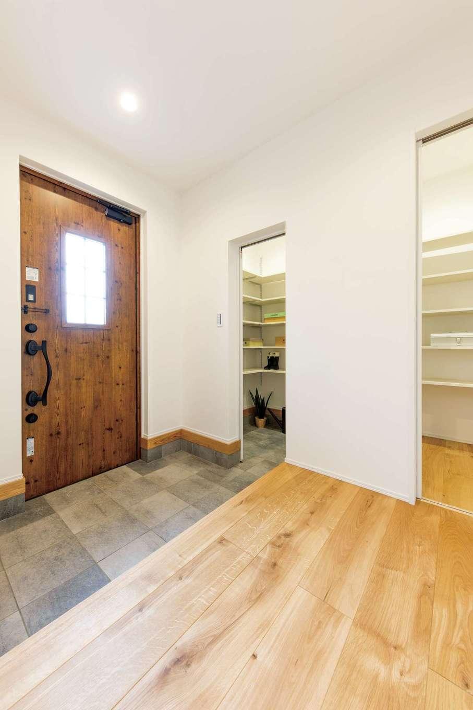 KureKen 榑林建設【デザイン住宅、省エネ、間取り】シューズクロークは来客時に目隠し出来るよう配慮されている