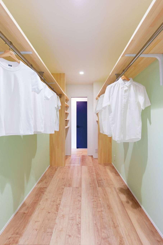 KureKen 榑林建設【デザイン住宅、省エネ、間取り】通り抜けできるファミリークローゼットをランドリールームの近くに配置。洗濯の効率が格段にアップ