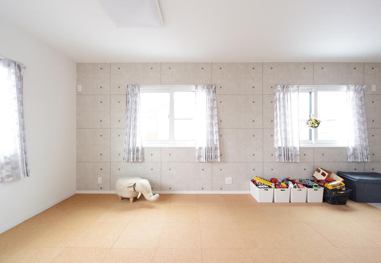 アイ・ランド【二世帯住宅、省エネ、間取り】2間をつなげてある子ども部屋。遊びたい盛りの子どもたちには、おもちゃを広げてのびのびできる広さを確保