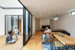 開放感と家事楽を叶えた のびやかな平屋の住まい