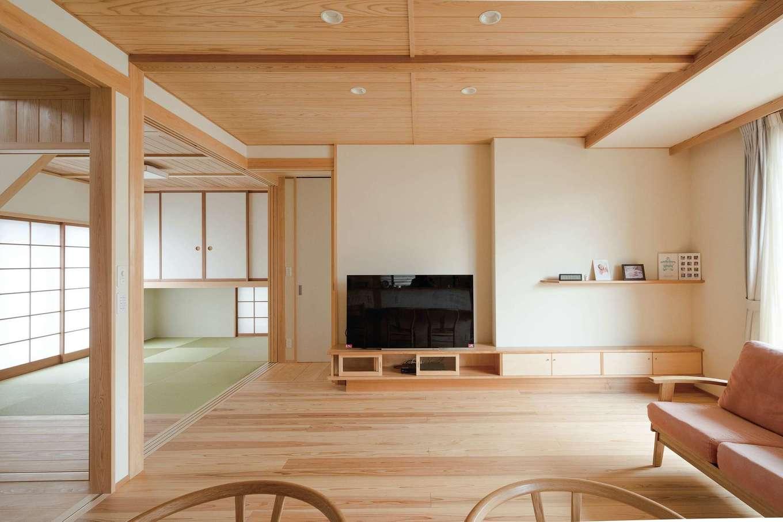 コバヤシ建築【収納力、和風、自然素材】リビングからフラットに和室が続く