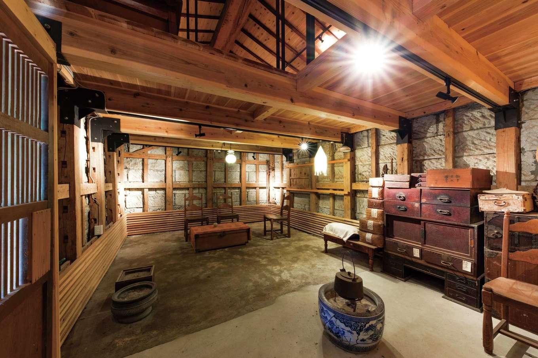 建杜 KENT(大栄工業)|敷地内にある伊豆石の蔵。母屋よりも長い歴史をもつ。補強を施し、木組み部分も修復。どんな使い方をするかはじっくりと検討中だそう