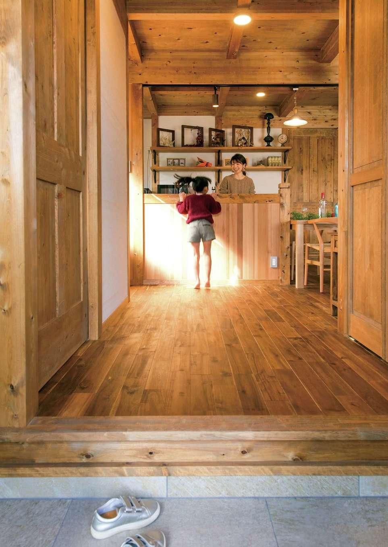 サイエンスホーム【1000万円台、デザイン住宅、自然素材】玄関を入ってきた瞬間に子どもの表情がわかる場所にキッチンを配置