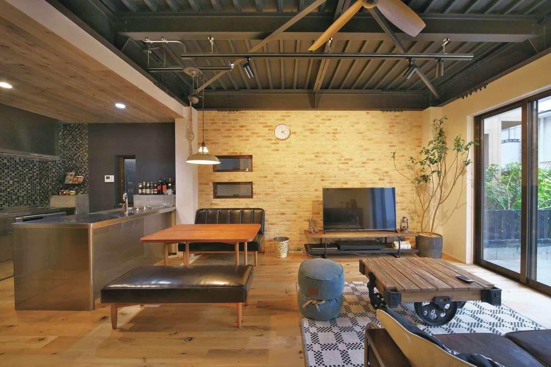 あすなろ設計事務所|畳から無垢の床に変え、ライフスタイルにマッチする空間に。天井の段差により空間の役割を穏やかに分割している