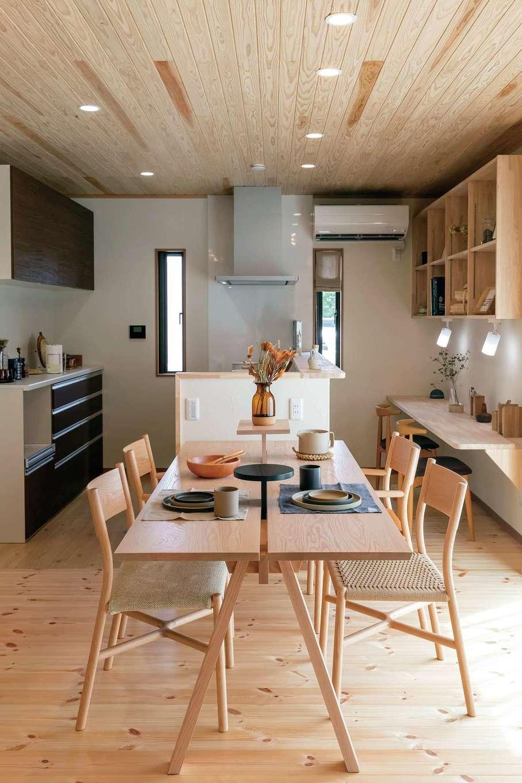 住まいるコーポレーション【デザイン住宅、自然素材、省エネ】ダイニングとキッチンは一列に配置し、片付けや配膳が便利に。子どもが手伝いをする習慣も自然と身につく
