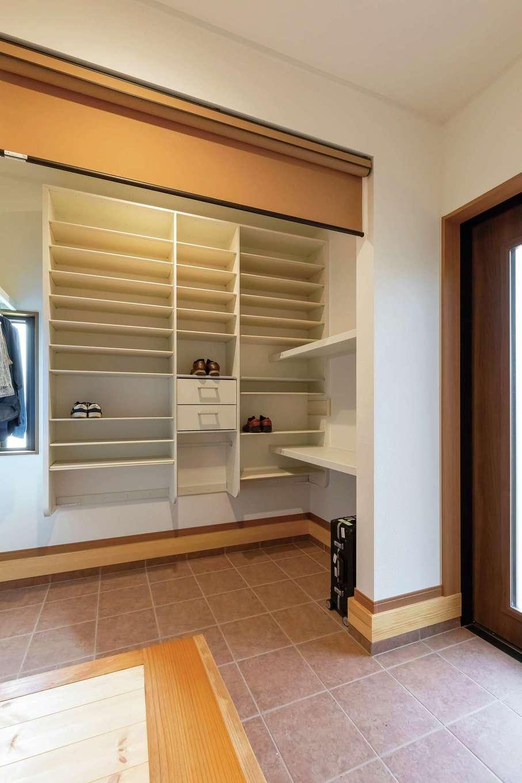 住まいるコーポレーション【デザイン住宅、自然素材、省エネ】玄関には大容量のシューズクロークを確保