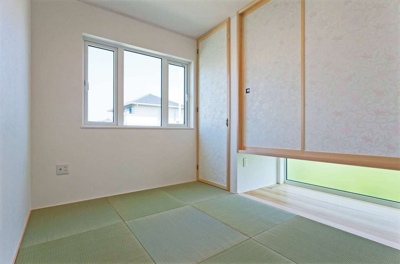 MEIKO夢ハウス(明工建設)【デザイン住宅、子育て、省エネ】両親が泊まりにきてもいいように和室を用意。押し入れを吊り、広さと明るさを招いている