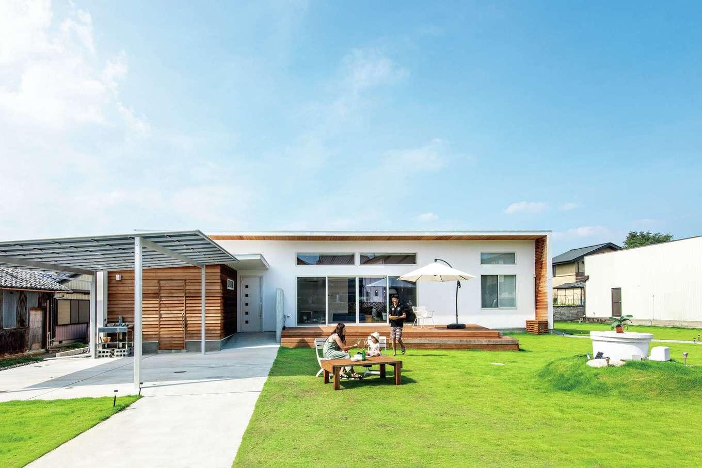 KOZEN-STYLE コバヤシホーム【デザイン住宅、省エネ、平屋】98坪の敷地を活かした平屋の二世帯住宅