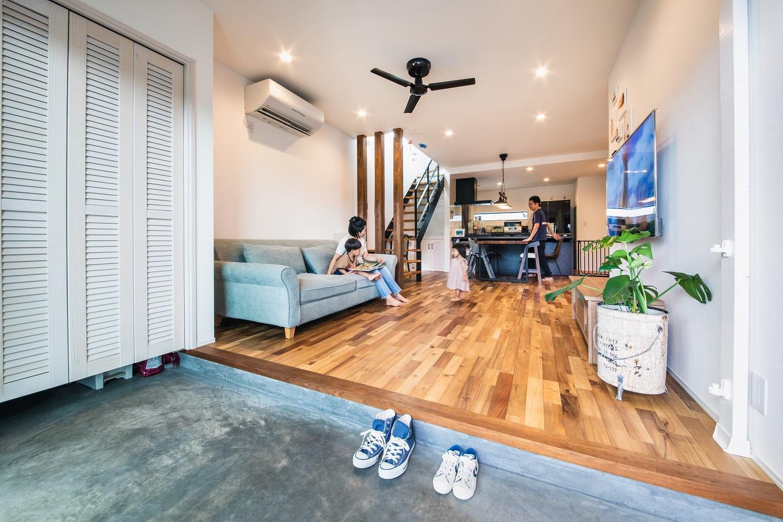 寿鉱業 ナーブの家【デザイン住宅、間取り、ペット】リビング床はお施主様お気に入りのアカシアの無垢材